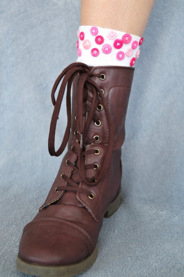 teen fashion blog diy button socks